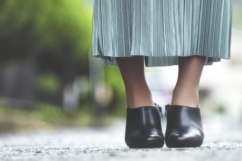 オフィスカジュアルの夏のプリーツスカートのブログ画像